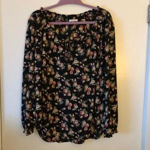 Cute work or evening long sleeve blouse w/flowers